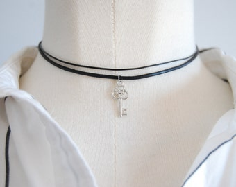 double chocker necklace / key charm / leather / minimalist / grunge / black / grunge