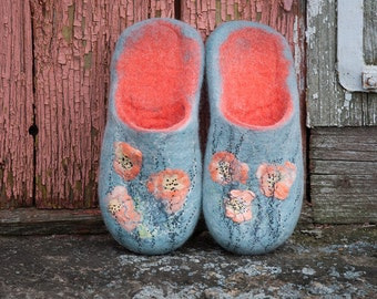Felted slippers Women home shoes - Let It Snow - White Coral Mint - Wet felted poppy painting