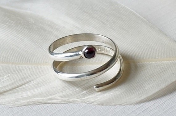 Sterling Silver Midi Knuckle Ring with Garnet