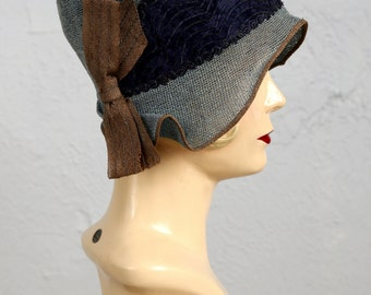 SALE- 1920s Woven Cloche with Bow Accent.  20s Flapper