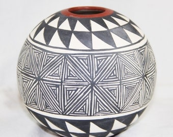 Vintage Hand Painted Jar Acoma Pueblo New Mexico Signed J. Sarracino with a Flower