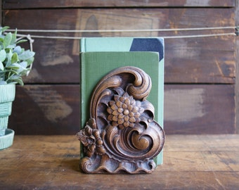 Vintage Syroco Bookend Zinnia or Chrysanthemum Flowers with Wave Details Library Decor Floral Design Wood Composite