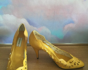 CADAZ HEELS - Early 80s Yellow Cut Out Pumps - 1980s Bright Yellow Pumps by Cadaz