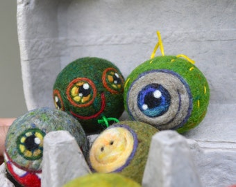 Tiny  WOOLY Aliens Little green Men in Spaceship egg carton Ready to Ship