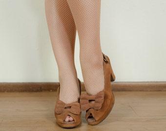 Vintage 1940s Shoes - Versatile Golden Brown Suede Bow Vamp Peeptoe 40s Slingback Platform Heels Size 7.5 AAA