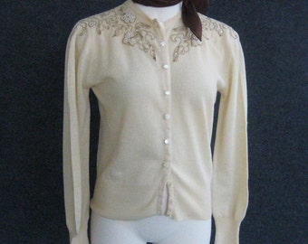 1950s Vintage Beaded Sweater Cream Cardigan, 100% Virgin Wool, Sequins Rhinestones Faux Pearls, Helen Harper Pin up Sweater Girl Bust 34 36