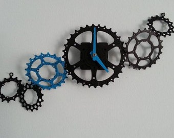 horizontal cascading gears wall clock