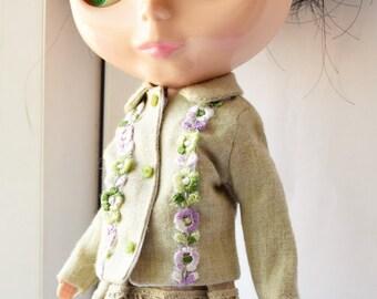 Lovely linen skirt with cottonn crochet lace trim for Blythe doll