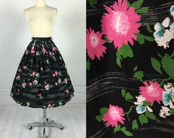 Vintage 1950s Atomic Floral Print Full Cotton Skirt pin-up rockabilly novelty pleated metal zipper 25 / 26 waist S 50s pink black flower