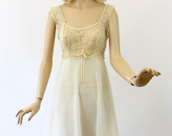 Vintage 60s Baby Doll NightGown Vanity Fair Ivory Nylon Chiffon w Ecru Sheer Lace Short Gown size 32 Bust 34