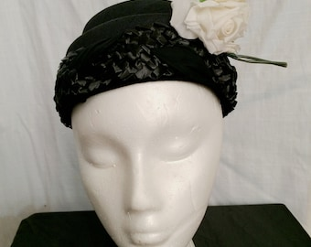 Vintage 1950s Black Flower Pot Hat with White Roses New Old Stock