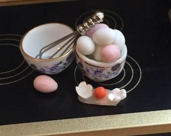 Miniature Blue Onion Fresh Eggs Set by Reutter, Dollhouse Miniatures, 1:12 Scale, Miniature Food, Porcelain Bowls, Mini Eggs, Kitchen Decor
