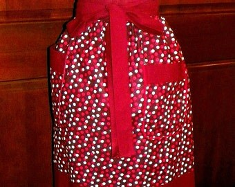 "Dots on Broadway Extra Long 26"" Waist apron, Great for your kitchen,cooking,activities."