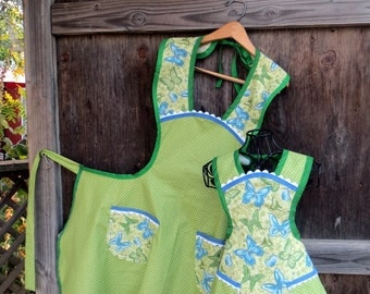 Matching Apron Set Mother Daughter Retro Style Polka Dot and Butterflies Aprons