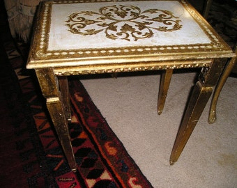 Elegant Chic Vintage Italian Florentine Gilt Wood Side/Occasional Tray Table w/ Glamorous design.