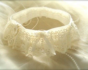 womens Wedding garter Cream Lace wedding garter with lace flowers and pearls