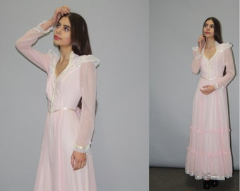 Gunne Sax Vintage 1970s Pastel Pink Victorian Lace Boho Hippie Festival Prairie Wedding Dress  -  Gunne Sax Long Dress  - WD0807