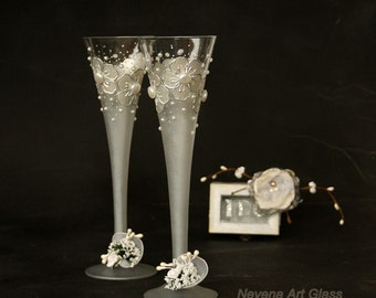 Wedding Glasses, Toasting Champagne Glasses, Champagne Flutes, Silver White Glasses, Wine Glasses, HAND PAINTED,  Set of 2