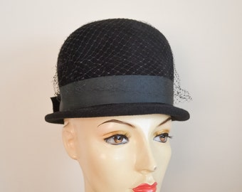 1950s Black velour felt high brimmed hat with veil / 50s Dior style peachbloom day hat - Merrimac