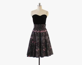 Vintage 50s FLORAL SKIRT / 1950s  Black & Pink Cotton Full Skirt xs - s