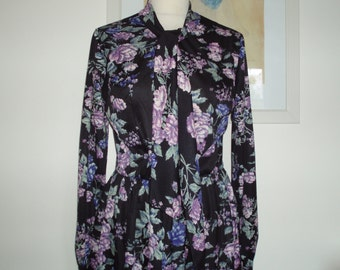 Pretty vintage floral teadress full skirt tie neck long sleeves late 1960s M