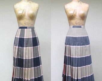 Vintage 1980s Skirt / 80s Wool Plaid Turnabout Reversible Pleated Skirt / 28 Inch Waist