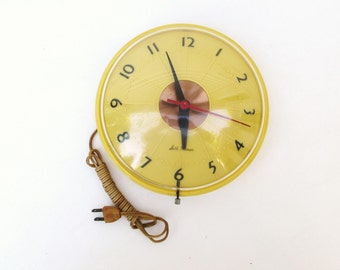 Mid Century Seth Thomas Wall Clock / Yellow Black Bubble Clock / Atomic Age Clock for Movie Prop, Display Only