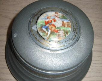 Lador Music Box Co Silver Tone Metal Vanity Powder Jewelry Music Box Victorian Couple 1940-1950