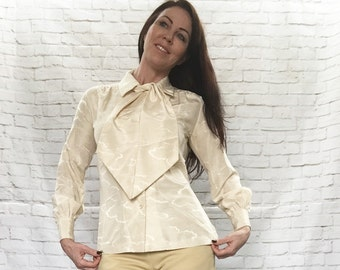 RARE Vintage 70s Cloud Embossed Diane Von Furstenberg for Camicetta Ascot Bow Scarf Blouse Top Beige XS S