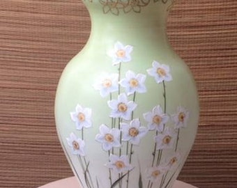 Large STUNNING Daffodil Hand painted Elegant GLASS Floral Vase Green Gold