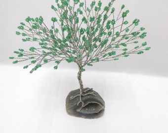 Geode Tree of Life Sculpture, Green Tree of Life Home Decor, Green Seed Bead Tree, Wire Tree with Geode, Geode Sculpture