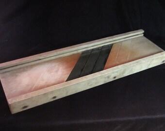 Vintage 1920's Kitchen Mandolin In Good Condition - Cabbage Slicer