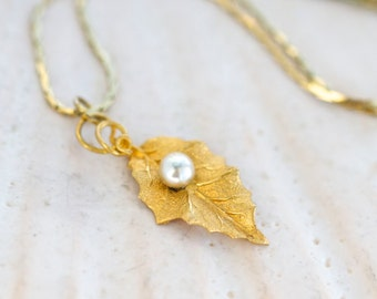 Golden leaf Necklace - Fall Pendant on Flat chain