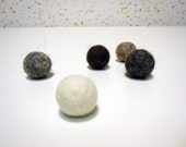 Cat toys / Kitten toys. Set of 5 natural colors handfelted cat toys balls.