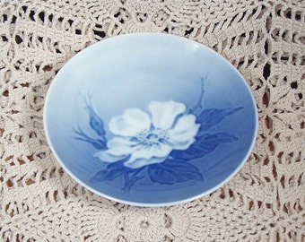 Vintage Royal Copenhagen Denmark Dogwood Dish Miniature Blue MINT