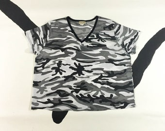 90s Black and White Camo Mesh V Neck Crop Top / Cropped Tee / Sheer / Cut Out / Athletic / Sporty / XL / Plus Size / Cyber Goth / Club Kid /