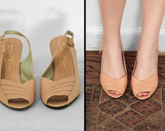 Peach Leather Heels 1960s Apricot Peep Toe Slingbacks 6.5 7 DeMura