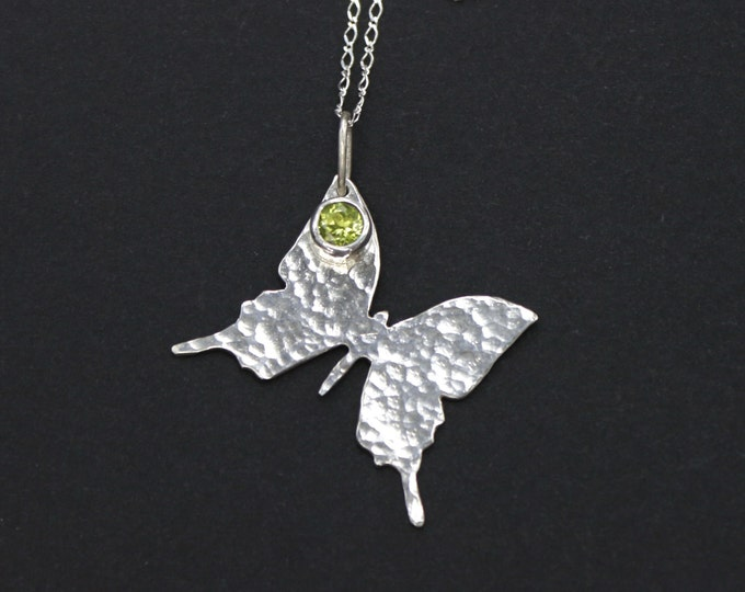 Butterfly Pendant Sterling Silver Butterfly Necklace Peridot Simple Everyday Necklace Butterfly Gift Animal Necklace Papillon Farfalla