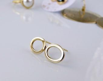 Golden oval studs. Delicate minimalistic earrings in gold tone brass.