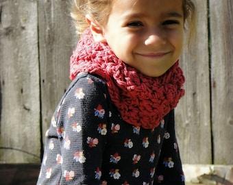 Girls scarf, crochet infinity scarf, chunky scarf, fall photos, kids scarf, Christmas scarf