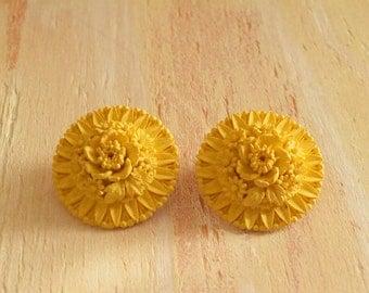 Vintage 1950's  Yellow Floral Earrings  |  Celluloid Earrings