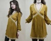 60s Vintage Incredible Go Go Mod Gold Silver Glitter Lurex V Neck Puff Sleeve Fit And Flare A Line Skater Tinsel Babydoll Mini Dress XS / S
