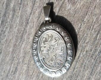 Silver Oval Locket, Vintage sterling Silver Opening Locket, Pendant, Necklace