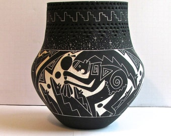 Native American, Contemporary Pottery, Acoma / Laguna,  Scraffito Technique, Hand-Etched Pot, Mat Surface, Best Offer