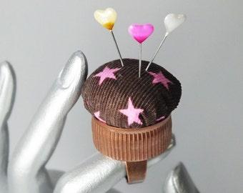 handmade pincushion brown w. pink stars, upcycled bottle cap ring, handmade pincushion, quilters gift, bottlecap pincushion, pincushion cuff