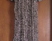 M L Medium Large Vintage Flutter Sleeves Brown Print 80s Lightweight Gauze Hostess Hippie Festival Crochet Kaftan Loungewear Muu Muu Dress