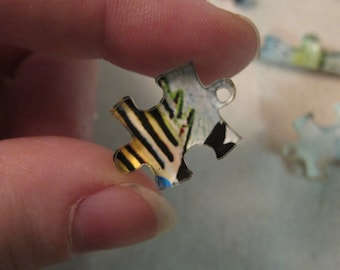 15 Charm/Piece, Puzzle Set of Charms, 15 Acrylic Charms (20x15mm) that form a 3x2-inch puzzle picture of a Tropical Fish
