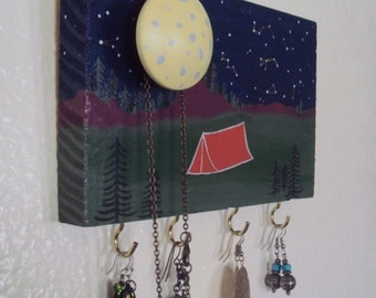 Camping Themed Key Rack - Nature Jewelry Display - Happy Camper Key Hanger - Mountains Jewelry Organizer/Earring Holder - Camping Decor Gift