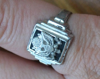 Awesome NOS antique art deco WW2 vintage US military eagle mens signet ring in rhodium plate sterling / Uncas / HHEFWN