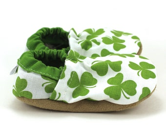 shamrock baby shoes st patricks day baby shoes green and white four leaf clover shamrock baby clothing st patricks day clothing green baby